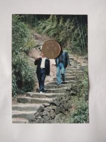 老照片:走在绍兴山间古道