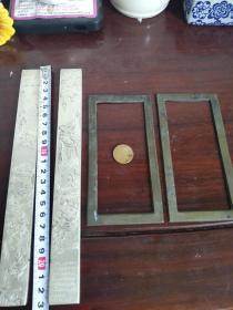 镇尺镇纸,清代铜镇纸一对136元,近代藏银苗银镇纸一对,十八罗汉图,108元。