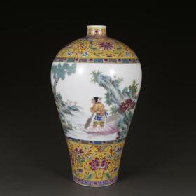清黄地粉彩人物纹梅瓶