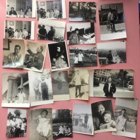 一批老照片,约120张一起出,有些很不错,有些背面写有日期或地点