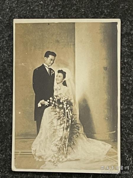 民国原版老照片:明星陈云裳、汤于瀚《结婚照》原版照片!尺寸7.8/5.5Cm、品相完好、极其珍罕!