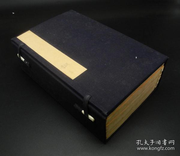 明代醉六堂精写刻《元亨疗牛马集》1函六册,其中《马经》5卷、《牛经》1卷附驼经。是祖国兽医学宝库中内容最丰富、流传最广的一部兽医经典著作。作者兄弟都是当时的名兽医,精通业务,文化较高,此书问世后,成为当时一部总结性的兽医经典普遍传布,对中国和世界兽医学的发展有较大的影响。孔网上唯一一套明代软体字《牛马经》,全书不避玄弘,字体圆润,不同于方块字