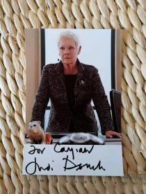 【超珍罕  老戏骨朱迪·丹奇(Judy Dench,007系列电影中扮演詹姆斯·邦德的上司M,1998年奥斯卡最佳女配角奖】官方照片1张 签名 签赠 友人 有上款