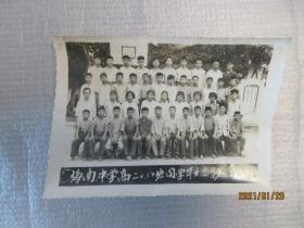 老照片:梅南中学高二(1)班同学毕业留影——1974.6.1