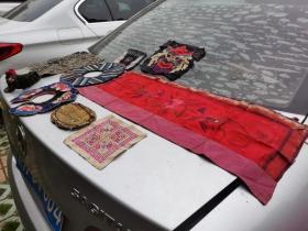 江西清代民间女子刺绣9件,客家精品,民俗珍品。男耕女织的农耕文化。几百年后,女子可曾料到被辗转流离故园。
