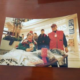照片-圣诞节老人在商场为社会募捐