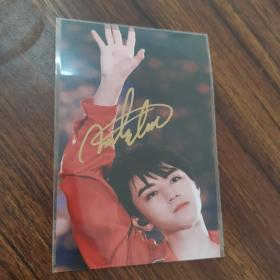 王俊凯签名照