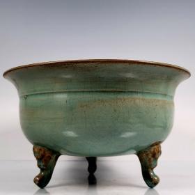 英国回流私人馆藏宋汝窑三足碗,该器造型独特,做工考究,尺寸约12*21厘米,极有收藏价值。