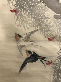 春洋笔柳燕逐花图,绢本绫裱,骨质轴头,画心129*42,装裱有起胶处