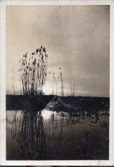 民国老照片、1937年七七事变前(3月21日)南京长江边燕子矶旁堤埂景象照片