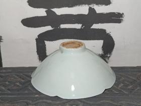 湖田窑 花口剔花斗笠碗 茶碗 茶盏 釉色清新淡雅。 泡茶更有味道。直径12.8cm 高4.7cm。 本交易仅支持、邮寄