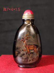 叶仲三作,仙鹿天然水晶鼻烟壶,画工精湛,保存完好。