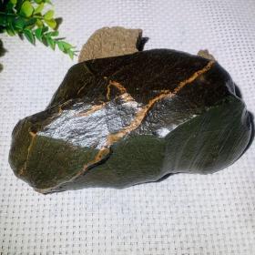 """陨石原石,陨石原石,橄榄陨石奇石,珍贵,稀有,象形陨石,""""龙脉陨石""""气印层次美轮美奂,流淌印记自然大气,款型天降大任与此款,橄榄绿度双色流淌,犹如秋色,机缘巧夺一款,极为难得,天降珍宝,可遇不可求这么大的不多了,绝世陨石,可做镇馆之宝,值得永久收藏"""