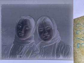 3432 年代老照片底片  女学生头巾