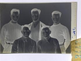 3447 年代老照片底片  六七十年代 帅哥合影