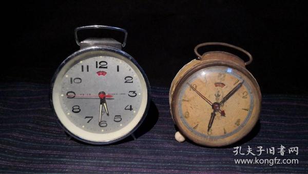 7-80年代小闹钟两个·68保真包老假了白送,新一点能走但是不一定准确。当配件卖,复古装饰[得意]