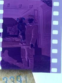 3391 年代老照片底片  四合院前的妇女