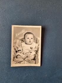 1968年小孩百岁照,戴毛像