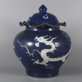 明霁蓝釉莲叶龙纹盖罐