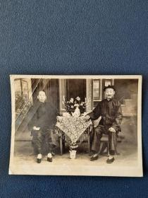 1952年夫妻照,小脚女人