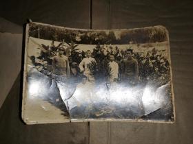 抗战时期 五青年花园老照片        10.2×15厘米