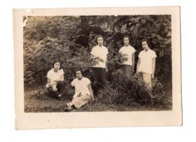 民国女学生5个合影老照片8*5.8CM
