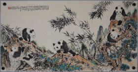 洪世清,福建晋江人,师承于齐白石、黄斌虹、潘天寿和刘海粟,中国美术学院教授,熊猫