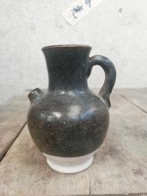 唐未五代黑釉执壶,手把壶,文房水盂水滴,高古陶瓷器皿。口径3.5cm,高约9.5cm,长颈直口桥耳,鼓腹直流平底,釉不及底。全品包老。