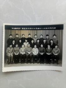 【酒文化收藏】天津酿酒厂食堂全体合影!1984.4.6