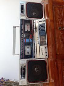 日本原装进口夏普GF一780Z(S)双卡录音机,品相差好各种功能完好无损品质无敌,接近尘封四十年的老物件保存如此完美真的不容易,怀旧收藏之佳品!孔网孤本。