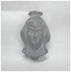 一个美女头像的铸铁敲门器