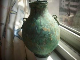 双耳环青铜瓶!高22厘米,口径7厘米,底径8.4厘米,最宽处15厘米。重2斤多