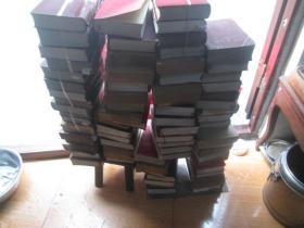 毛泽东选集:一卷本,32开,横版和竖版。74本合售。多看图和介绍,有好品和中品:下订单前先联系,以免部分零星售出,实物拍摄如图,售出不退。