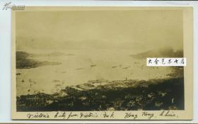 民国时期从香港维多利亚山上向下眺望城市建筑全景老照片,可见对岸的九龙。