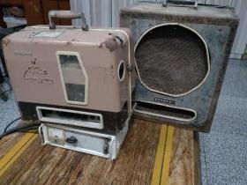 江苏南京产  16毫米老长江牌  电影放映机一套 正常放映  且声音响亮  图像清晰  品相如图