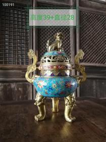 景泰蓝大香熏炉。 铜铸胎镶嵌的金丝婉转,婀娜的曲线,工笔勾画浓淡皆相宜,形制优美 收藏,摆设 佳品!
