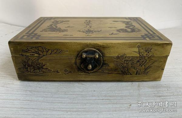 收到铜盒子一个,黄铜重695克