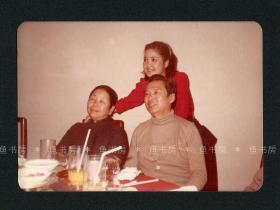 邓丽君与父母合影照片,罕见生活照,未发表?台湾早期原版老照片