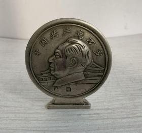 收到铜摆件一个、白铜重121.7克