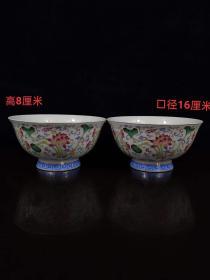 粉彩荷花纹碗