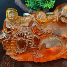 清代晚期蜜蜡五子闹佛一尊,雕工精美细致造型独特优美。