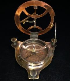 旧藏铜指南针,能正常使用,指向精准,造型精致独特,是值得收藏的好物。重225g