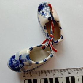 陶瓷工艺品——迷你磁鞋一双