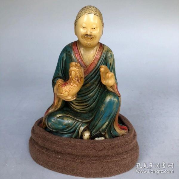 精品旧藏木盒装藏雕刻家古浣款寿山白芙蓉石手工彩绘罗汉造像摆件 净重474克