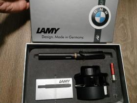 德国正品LAMY钢笔凌美狩猎者墨水墨囊礼盒套装 成人学生练字用 磨砂黑F尖钢笔+笔囊一个+吸墨器+黑色墨水。