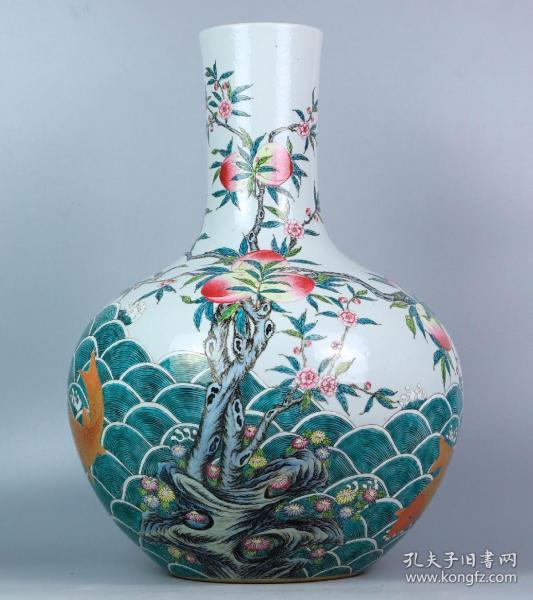 清 乾隆描金粉彩海水九桃鲤鱼纹天球瓶 口径11cm高48.2cm底17.5cm