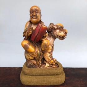 精品旧藏木盒装寿山石田黄雕刻罗汉尊者造像摆件 净重453克
