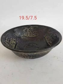 招财进宝老玉碗一个,篆刻铭文,招财进宝字样,玉质温润透光好。使用痕迹明显,保存完整,收藏佳品。