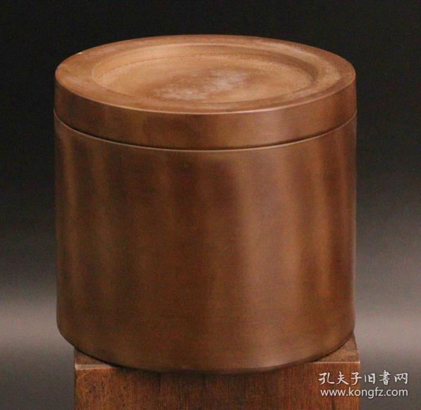 天津名家制作 斗蛐蛐罐 郭景声(可百度) 这罐是70年代制作的保证老货 澄泥烧制 口沿处有小磕 尺寸约:直径11.7高10.5(cm)