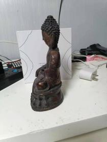 一尊紫铜镏金(也可能是青铜)佛像,但不懂是什么年代的,也不知究竟是什么佛。